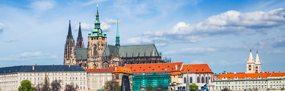 Study and have fun in beautiful city of Prague!